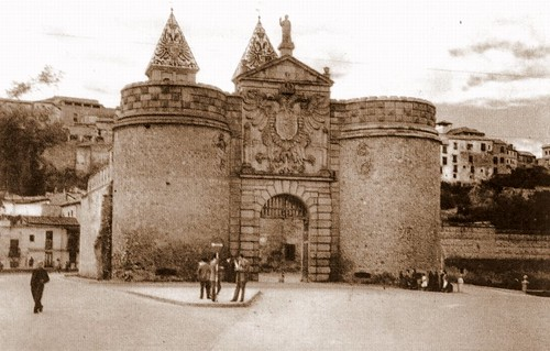 Puerta de Bisagra de Toledo a mediados del siglo XX