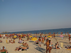 Ipanema Beach (benyeuda) Tags: ocean sea brazil people beach southamerica water rio riodejaneiro sand atlantic atlanticocean beautifulbeach ipanema beachscene tropicalbeach ipanemabeach riobeach goldensand dejaneiro tanpeople