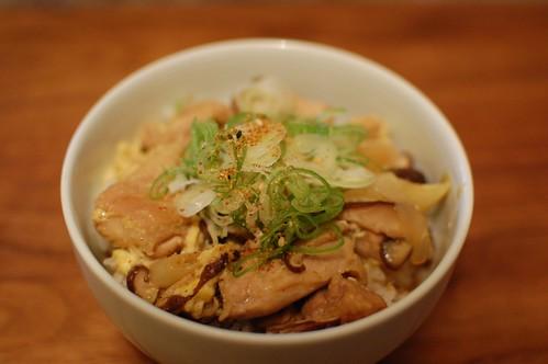 晩ご飯に「蕎麦屋風親子丼」を作りました。