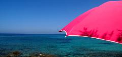 Compensazione ([ La Lontra ] Fabrizio Fazzari) Tags: mare blu fucsia caldo ombrellone ancoravogliadimare sempreesolomare