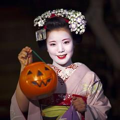 Trick or treat! dosue (Onihide) Tags: halloween japan evening kyoto jackolantern explore maiko geiko geisha gion ayano  apprenticegeisha kagai  onihide