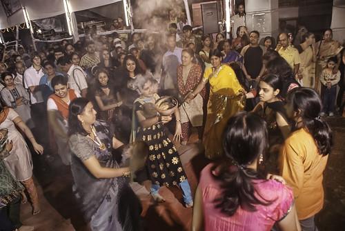 Dhunuchi naach (ধুনুচি নাচ)