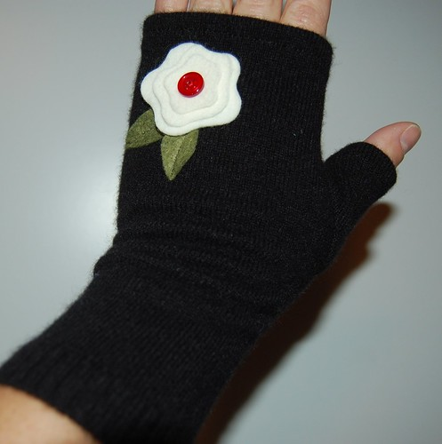 GloveBlackFlower