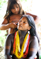 Stranger #69 - Ortensia and Sunilda (Universal Stopping Point) Tags: park ink hair necklace colorful child natural native body indian decoration mother stranger national panama tribe temporary embera braiding chagresnationalpark 100strangers emperapuru