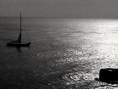 B&N (lucianoserra490) Tags: biancoenero maredinverno barca vela