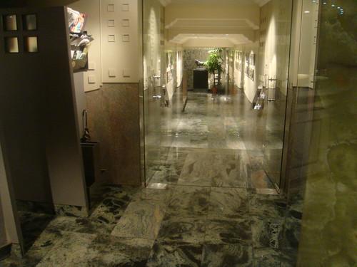 Pasillo de acceso a salones privados del restaurante