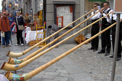 Swiss horn players in Aosta por Rubber Slippers In Italy.