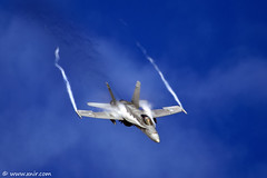 Finnish Air Force F/A-18C Hornet RIAT 2009 (xnir) Tags: tattoo canon photography eos israel is photographer force aircraft aviation air royal international hornet finnish f18 douglas 2009 nir mcdonnell riat  100400l benyosef 100400 fa18c mywinners xnir  photoxnirgmailcom