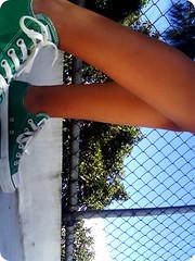 GREEN!!! (isa valladares) Tags: summer green feet nature fashion shoes legs converse recycle chucks allstars rtees