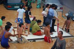 ride hard (R Madrid) Tags: flood rizal baha cainta marcoshighway bagyo ketsana ondoy