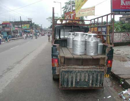 Transporting fresh milk in India