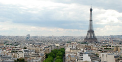 Torre Eiffel / Tour Eiffel / Eiffel Tower (Davisom Trevizan) Tags: voyage trip viaje vacation paris france vacances nikon frankreich europa europe honeymoon urlaub eiffeltower frias frana toureiffel torreeiffel viagem frankrijk francia vacaciones viaggio vacanza reise lunademiel parigi luademel lunadimiele lunedemiel  flitterwochen eurooppa d80 franciaorszg 18135mm  davisom davisomtrevizan davisomluiztrevizan