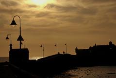 (jordi.martorell) Tags: sunset sea urban espaa silhouette atardecer mar spain nikon farola streetlamp andalucia cadiz puestadesol silueta andalusia 1855mmf3556g postadesol espanya fanal capvespre d40 cruzadas cadis nikond40 cruzadasii