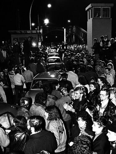 9 novembre 1989, Berlin (Ost). Bornholmer Straße. (© Andreas Schoelzel)