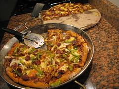 There was deep dish too (ericmonasterio) Tags: stone crust yum deep pizza hawaiian thin em paellera timmycorkery smokedtomato inthetomatosauce