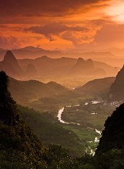 Far (tianxiaozhang) Tags: china sunset orange sun mountains green clouds river yangshuo rays 40mm guangxi ef1740l