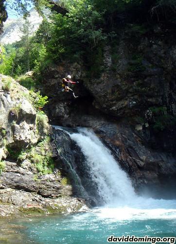 Ordiso: Droid saltando la cascada