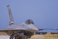 F16 del 18 in rientro (il_rinforzino / Topo Zorro) Tags: sc airplane fly flying aircraft f16 eurofighter lockheed masa avion trapani efa assi generaldynamics f16fightingfalcon fightingfalcon birgi lockheedmartinf16 trapanibirgi aeronauticamilitareitaliana specialcolor skywing ilrinforzino topozorro aviacin lockheedf16 cheero 37stormo 1000oredivolo 10gruppo 17gruppo gliassi ociochetecoppo 1000ore