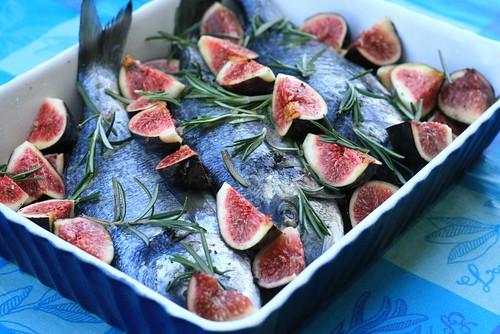 Dorades aux figues avant la cuisson