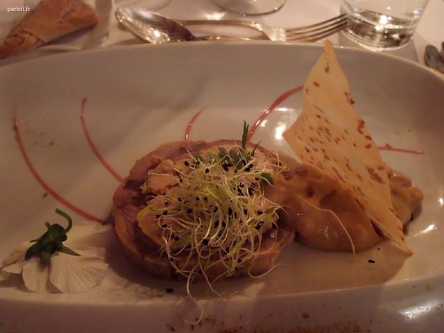 Pressé de foie gras de canard et jarret de veau au ratafia, chutney de rhubarbe aux pignons de pin