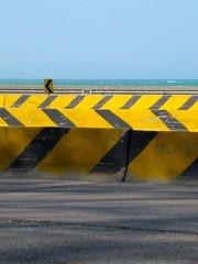 Chicago curbstones (mattermatters) Tags: road street chicago black yellow traffic lakeshoredrive asphalt curbstones