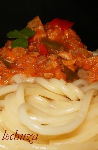 Espaguetti con atún-cerca