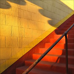 ~ GOING UP EGYPTIAN STYLE ~ (Dominique Guillochon) Tags: california park light sunset usa art colors up wall stairs bravo apartments boulevard