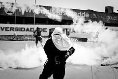 * (Cosmopolita.) Tags: santiago blanco de y negro gas universidad cs humo capucha usach lacrimogena