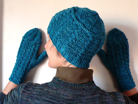 Cornrows Mittens and Hat PDF