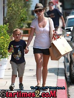 Reese+Witherspoon+Son+Out+Shopping+Brentwood+I4YBaF374V5l[1] by ThE LosT DreAm A
