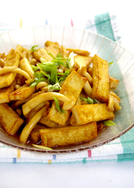 Stir-fried Tofu with Mushroom