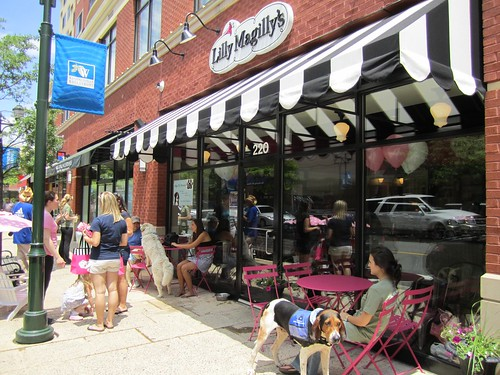 Lilly MaGilly's: sidewalk 05