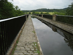 Canal crossing the Avon Aqueduct (Walruscharmer) Tags: scotland canal lowlands telford aqueduct waterway towpath stirlingshire riveravon unioncanal