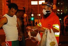 Influenza & Bin Laden (cassimano) Tags: street cidade urban sopaulo caos urbano mascara rua influenza barba binladen camel gripe compra proteo ambulante h1n1 negociao cassimano