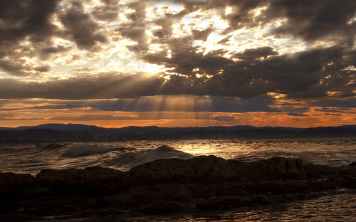 フリー画像| 自然風景| 海の風景| 夕日/夕焼け/夕暮れ| 太陽光線| 橙色/オレンジ| オーストラリア風景| 雲の風景|    フリー素材|
