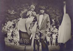 Circus maximus (beta.verse) Tags: old portrait bw abstract texture monochrome canon hungary comic child circus memories grain arc age drama magyar vignette portre vers hungarian szombathely lom fiatal cirkusz pszicho sx10 glyalb flelem textra canonsx10
