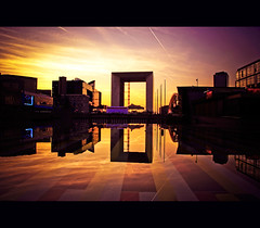 Sunset at la Defense (Megara Liancourt) Tags: sunset paris reflection ladfense grandearche sonyalpha100 platinumphoto theunforgettablepictures platinumheartaward artlegacy platinumsuperstar
