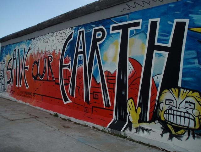 Inscriptions sur le mur de Berlin à l'East Side Gallery