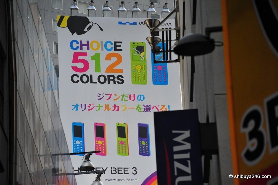 A closer look at the Willcom campaign for mobile phones. Your choice of 512 color combinations