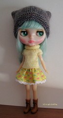 Light yellow set (sweater & hat) for Blythe: elegantly cosy!