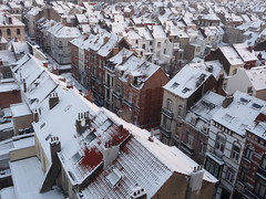 So many snowy roofs (seikinsou) Tags: street roof winter brussels house snow belgium belgique bruxelles