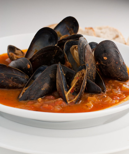 Mussels in a Tomato Wine Broth-2