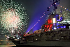 USS INTREPID MACYS FIREWORKS 2009 (kevinh_photos) Tags: nyc ny newyork fireworks intrepid macys july4th independenceday 2009 excellenceinfireworksandpyrotechnics kevinhphotos