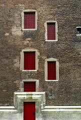 I walk into a window to see myself (the bbp) Tags: windows red holland muro tower wall utrecht domtoren torre bricks nederland thenetherlands belltower campanile rosso olanda finestre facciata mattoni thebbp abigfave aplusphoto