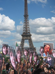IMG_2424 (nathalto) Tags: paris france hope freedom democracy support iran eiffeltower protest anger solidarity libert toureiffel 75007 iranian dictator vote elections champsdemars manif manifestation lections neda trocadro murdelapaix droitsdelhomme iranelection banderole mobilisation rassemblement dmocratie islamicrepublicofiran humainsassociesorg leshumainsassocis gr88 greenscroll leshumains whereismyvote iranrallies pariseffeltower united4iran 25juillet2009 parcheminvert globaldayforiran journemondialedactionpourliran ptitiongant largestpetition