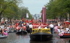 2009 08 01_2297 (Enrico Webers) Tags: gay party holland netherlands dutch amsterdam lesbian canal nederland pride parade lgbt homo prinsengracht nl gaypride paysbas 2009 ams niederlande lesbo canalpride 200908 gayexpats