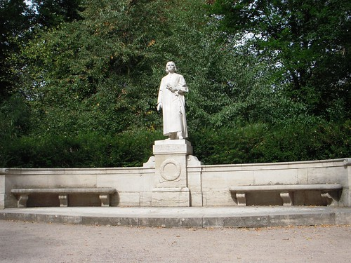 Lest you think this would be a Liszt-less post, heres a statue thats Liszt, 24/7, 365.