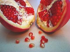 Ripe (Gaby.Bernstein) Tags: red food closeup fruit gaby pomegranate bernstein punicagranatum bernsteingaby gabybernstein