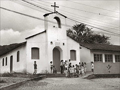 igrejinha do quilombo (ccarriconde) Tags: people brasil paraty children parati ccarriconde cristinacarriconde igreja igrejinha escola crianças paratii quilombo quilombodocampinho brasilpeople copyright©cristinacarricondeallrightsreserved ©cristinacarriconde