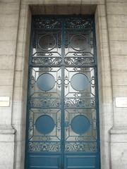 Bruxelles (Belgique), porte de l'un des palais du Cinquantenaire (Marie-Hlne Cingal) Tags: door brussels gate belgique belgie wroughtiron bruxelles porte brussel cinquantenaire portail ferforg detalhesemferro